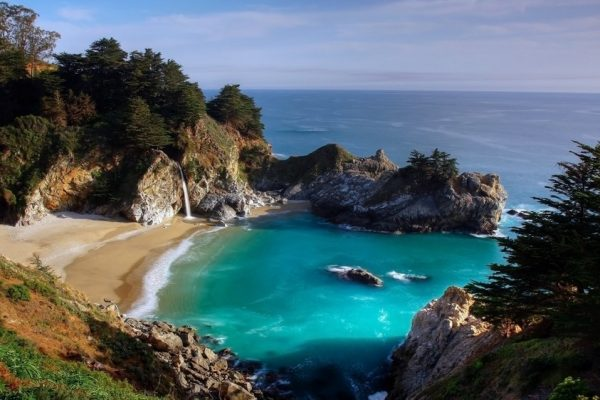 Самые необычные пляжи с разноцветным песком