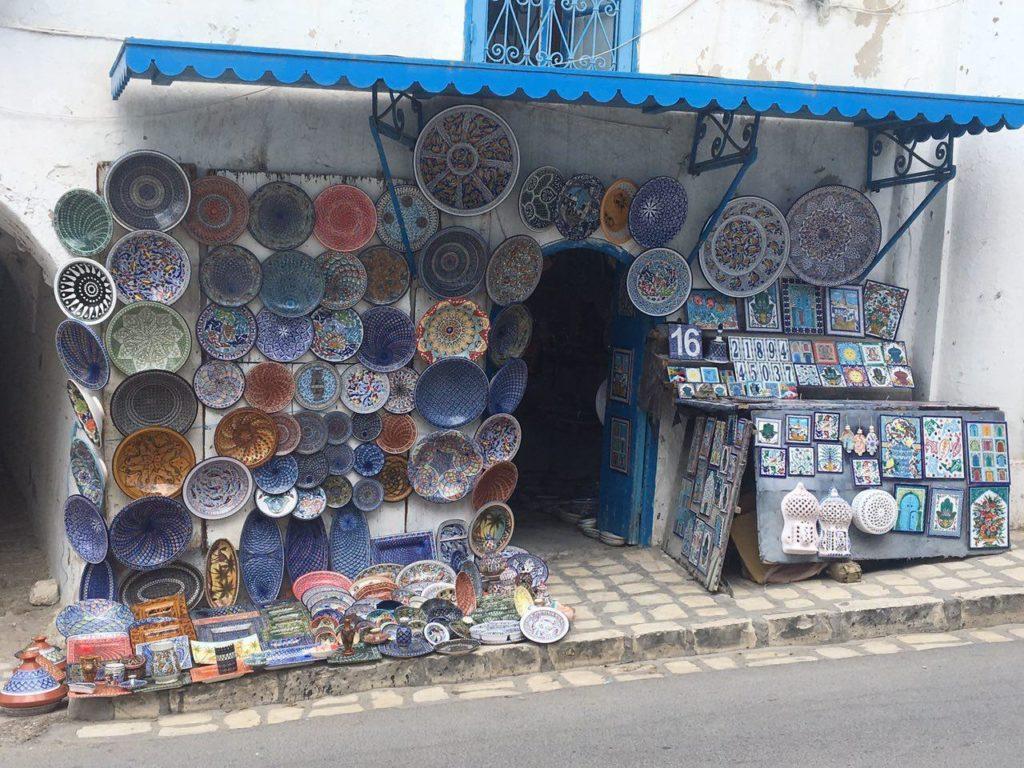 посуда на рынке Туниса
